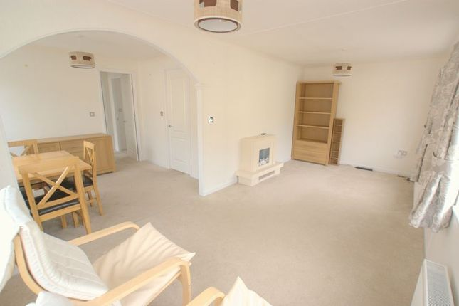2 Bed Mobile Park Home For Sale In Iford Bridge Old