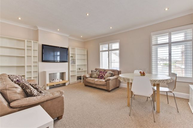 2 bed flat to rent in Station Road, Addlestone, Surrey KT15