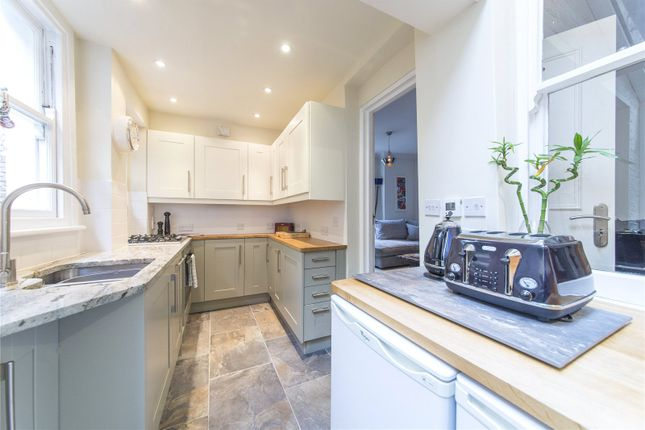 2 bed flat for sale in Townmead Road, Fulham