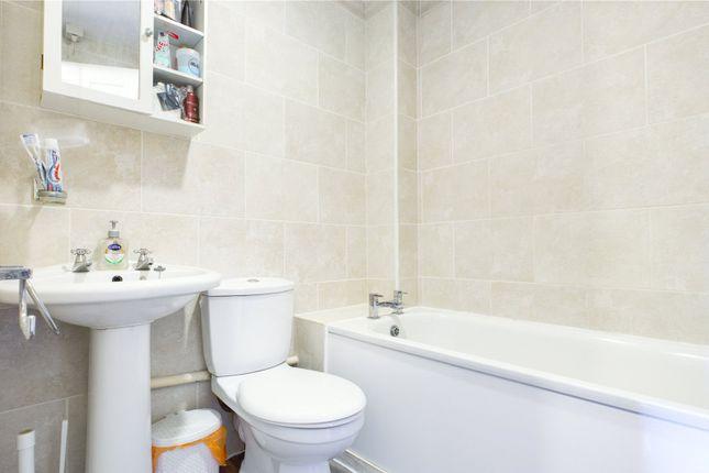 Bathroom of Groveland Place, Reading, Berkshire RG30