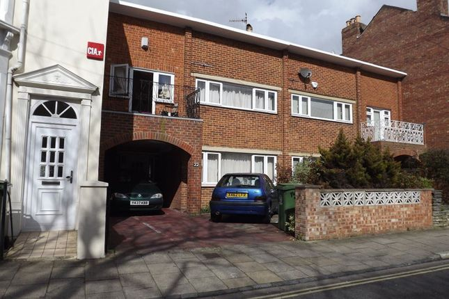 Thumbnail Property to rent in Castle Road, Southsea