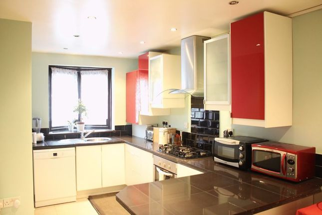 3 bed maisonette to rent in Mansford Street, London