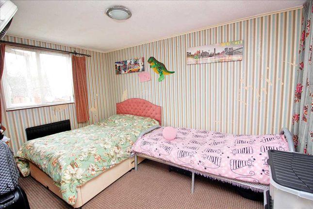Bedroom 1 of East Road, Edgware HA8