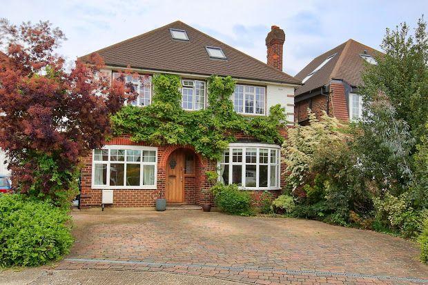 Thumbnail Detached house for sale in Linkside, New Malden