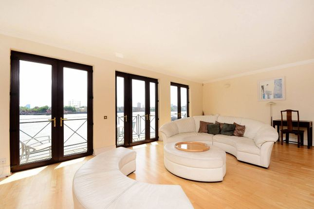 Thumbnail Flat for sale in Wapping Wall, Wapping