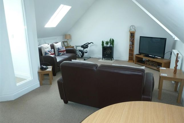 Thumbnail Flat for sale in Queens Courtyard, Dover, Kent