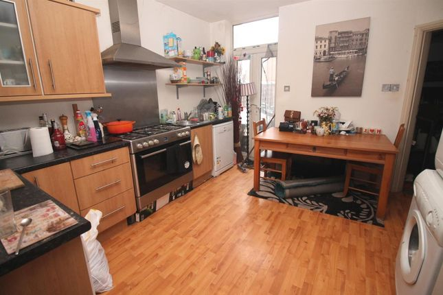Thumbnail Flat to rent in Gloucester Road, Urmston, Manchester