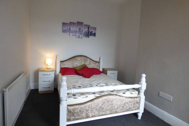 Thumbnail Shared accommodation to rent in Dyke Street, Stoke-On-Trent