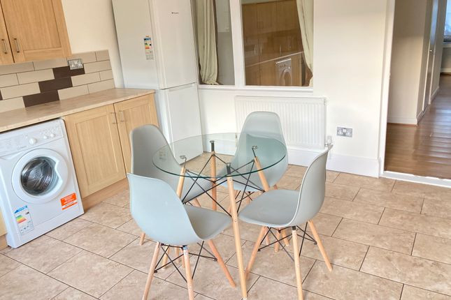 Thumbnail Flat to rent in Very Near Lynmouth Road Area, Perivale