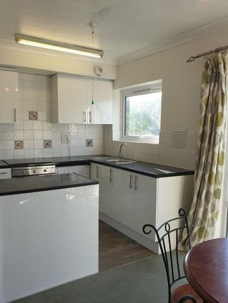 Flat to rent in Bath Road, Reading