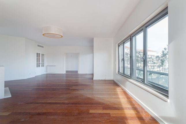 Thumbnail Apartment for sale in 1600-272 Lisbon, Portugal