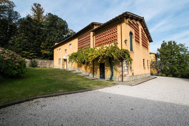 11 bed town house for sale in Via Della Polla, 55100 Lucca Lu, Italy