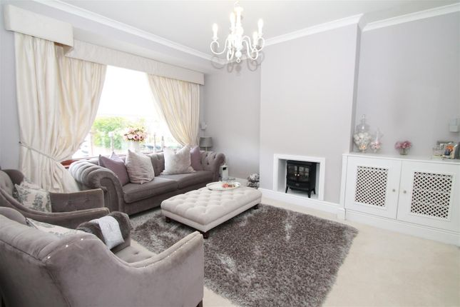 Thumbnail Property for sale in Dorchester Avenue, Palmers Green, London