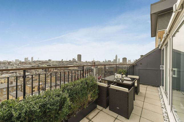 3 bed flat for sale in Victoria Street, St James