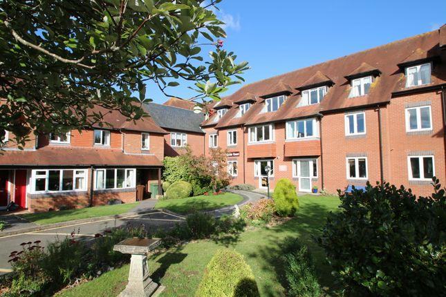2 bed flat to rent in Woodbury Lane, Tenterden TN30