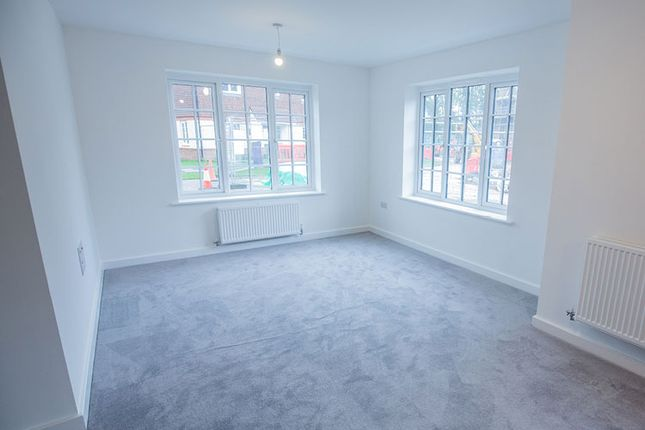 2 bedroom flat for sale in Marjoram Avenue, Cranleigh
