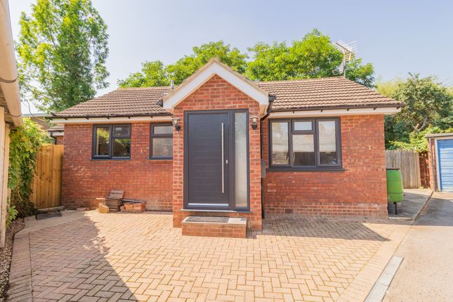 3 bed bungalow for sale in Bourne Avenue, Windsor SL4