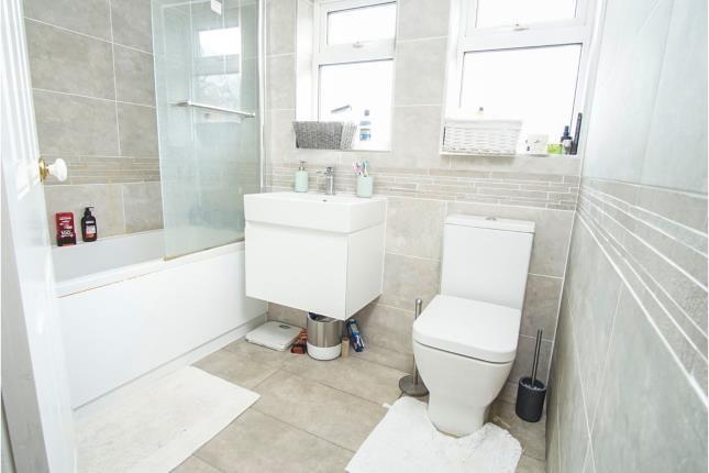 Bathroom of Hampden Place, Frogmore, St. Albans, Hertfordshire AL2