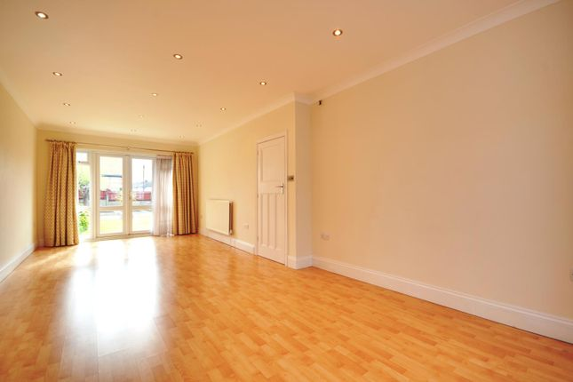 Thumbnail Property to rent in Victoria Road, Ruislip Manor, Ruislip