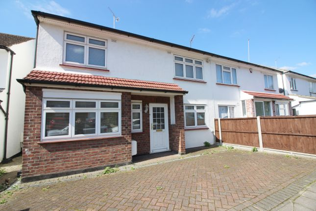Thumbnail Semi-detached house to rent in Howcroft Crescent, Finchley