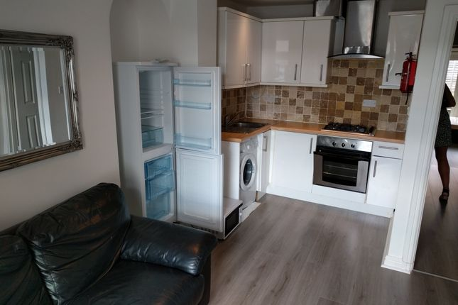 1 bed flat to rent in Oxford Street, Sandfields, Swansea