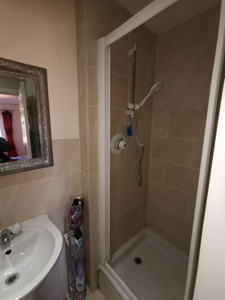Shower of Kingfisher Road, North Cornelly CF33