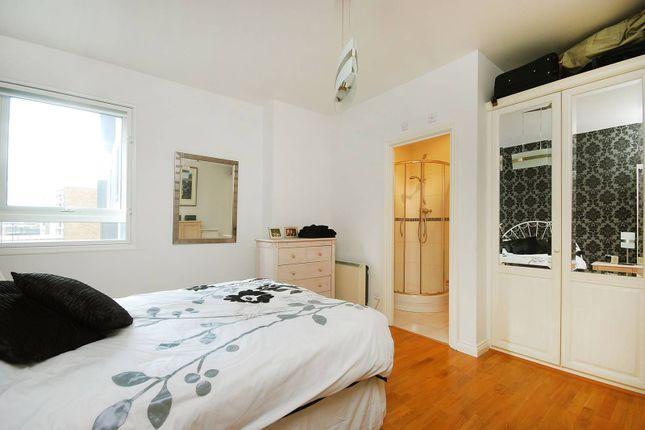 Thumbnail Flat for sale in Aldersgate Street, Barbican, London