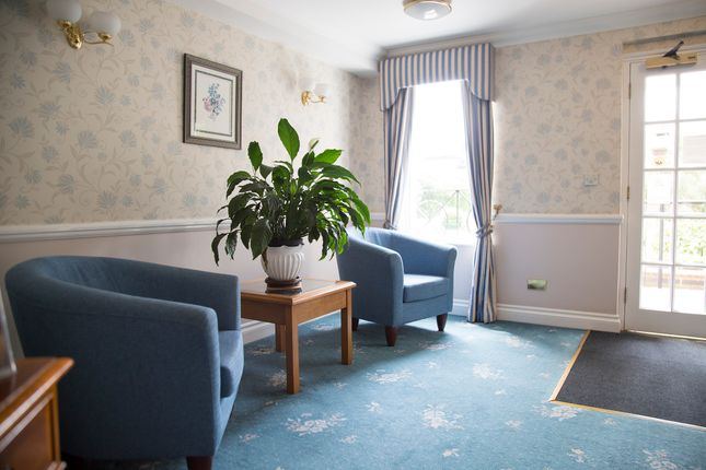 Thumbnail Flat to rent in Algers Road, Loughton, Essex