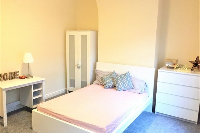Thumbnail Shared accommodation to rent in Cyril Street, Rusholme, Manchester