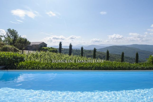 3 bed farmhouse for sale in Cortona, Tuscany, Italy