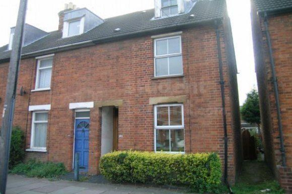 Thumbnail Terraced house to rent in Newnham Avenue, Bedford, Bedford