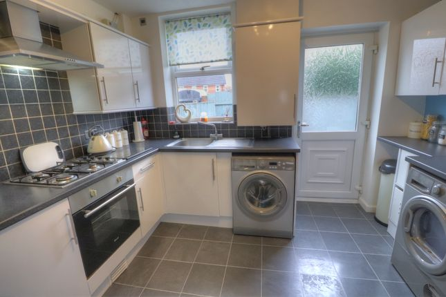 Refitted Kitchen of Forest Close, Dukinfield SK16