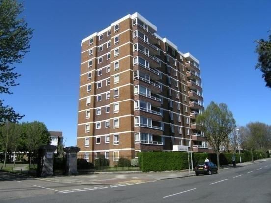 Thumbnail Flat to rent in Blount Road, Southsea