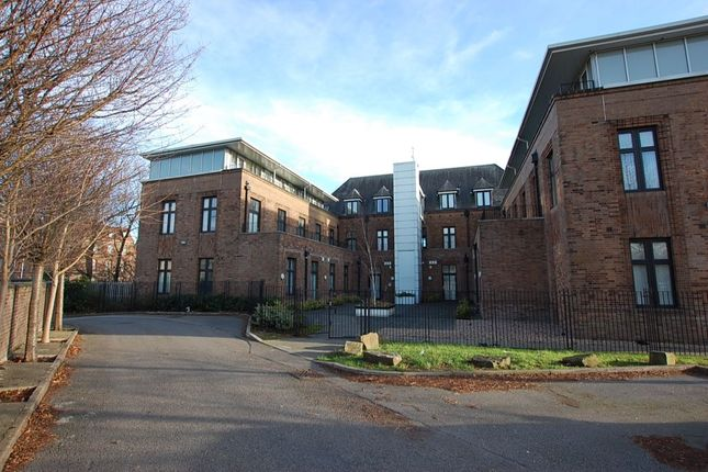 Thumbnail Flat to rent in Park Parade, Ashton-Under-Lyne