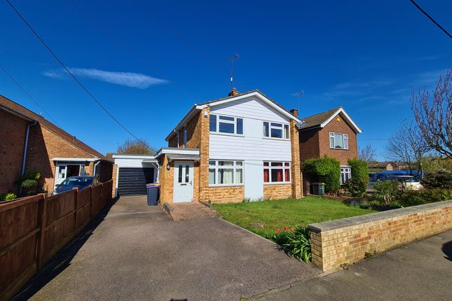 4 bed detached house to rent in Sir Walter Raleigh Drive, Rayleigh, Essex SS6