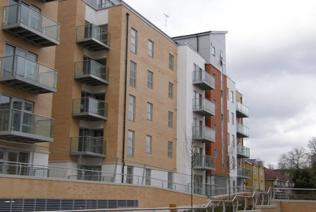 2 bed flat to rent in Queen Mary Avenue, South Woodford