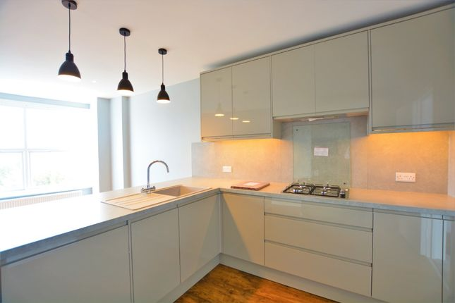 2 bed flat to rent in East Street, City Centre, Brighton BN1