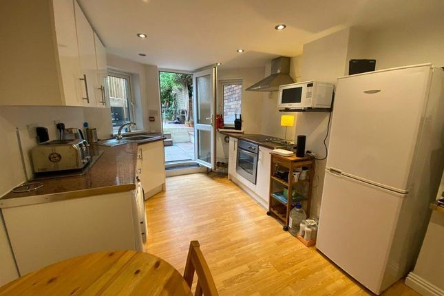 Thumbnail Flat to rent in Kimberley Road, Penylan, Cardiff