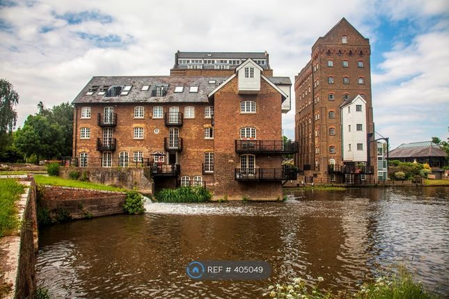 2 bed flat to rent in Coxes Lock, Addlestone KT15