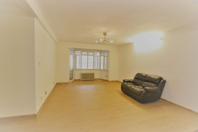 3 bed flat to rent in Greville Place, London