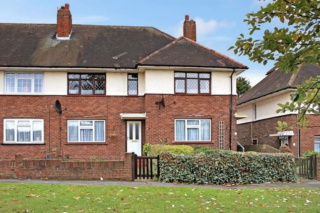 Thumbnail Maisonette to rent in Galleywood Crescent, Romford