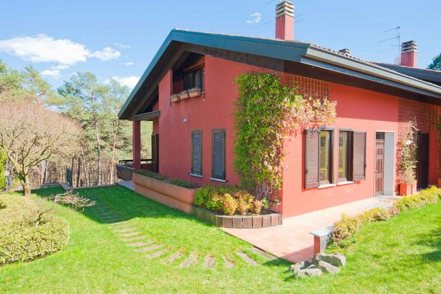 4 bed town house for sale in 22070 Appiano Gentile Co, Italy