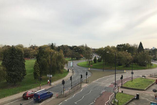 Flat to rent in William Way, Wembley