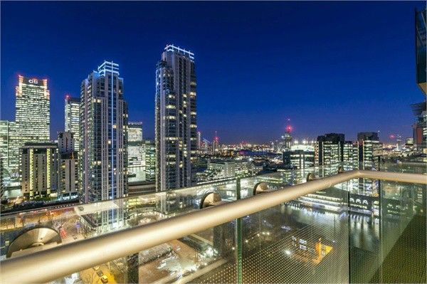 Flat in  Duckman Tower   Lincoln Plaza  Canary Wharf  Greenwich