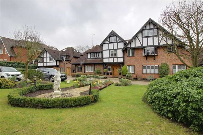 Thumbnail Flat to rent in Cockfosters Road, Hadley Wood, Hertfordshire