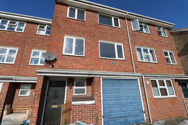 Thumbnail Shared accommodation to rent in Avon Way, Colchester