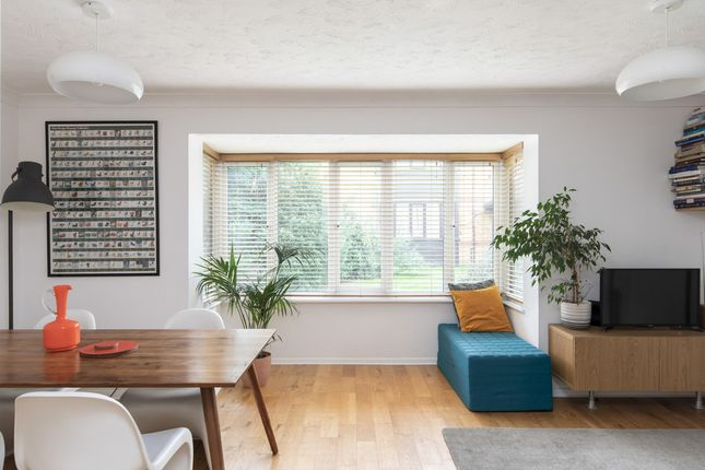2 bed flat for sale in Linwood Close, Camberwell SE5