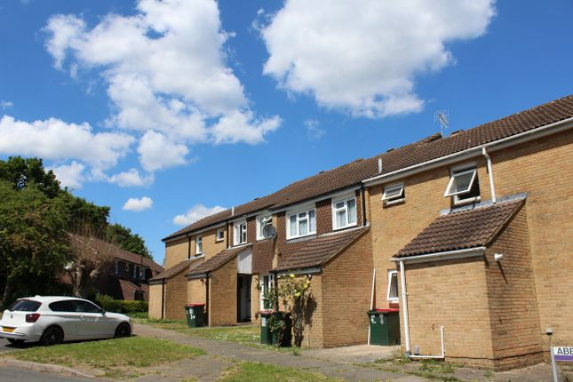 Thumbnail Shared accommodation to rent in Abbottsfield Road, Crawley