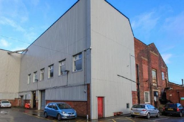Office to let in Club Lane, Ovenden, Halifax