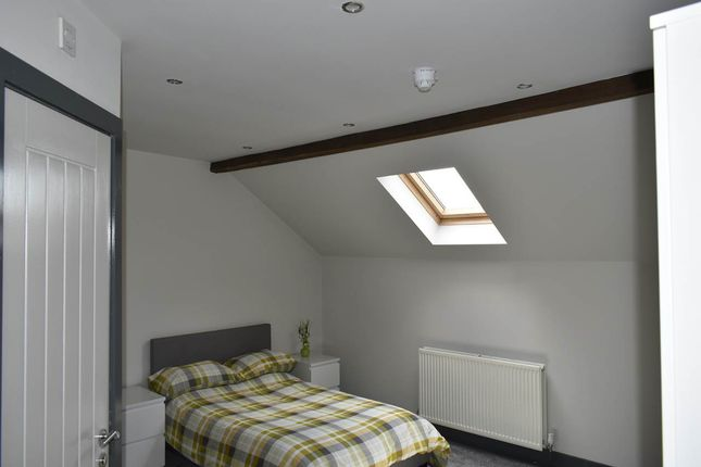 Thumbnail Room to rent in Bruntcliffe Road, Morley, Leeds
